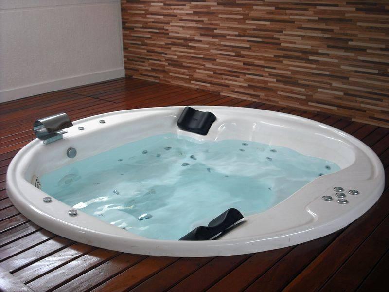 Como realizar a limpeza de uma banheira de hidromassagem