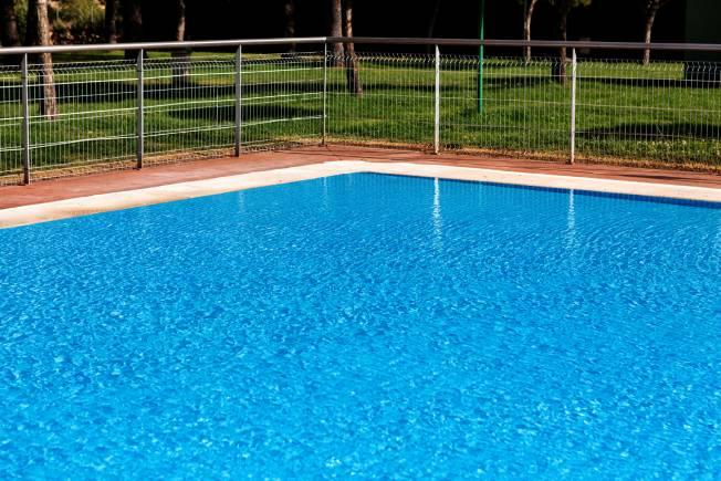 Entenda como é feito o tratamento de água da piscina
