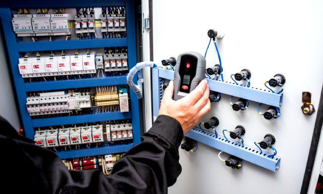 Instalação de quadro de comando: o que é e por que é importante solicitar o serviço profissional?